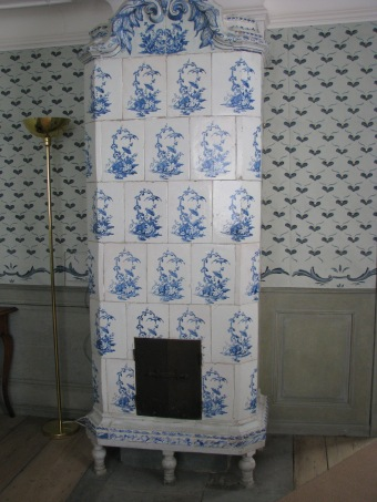 linnaeus-garden-in-uppsala-tiled-stove-copy